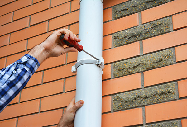 how to clean gutters efficiently and safely